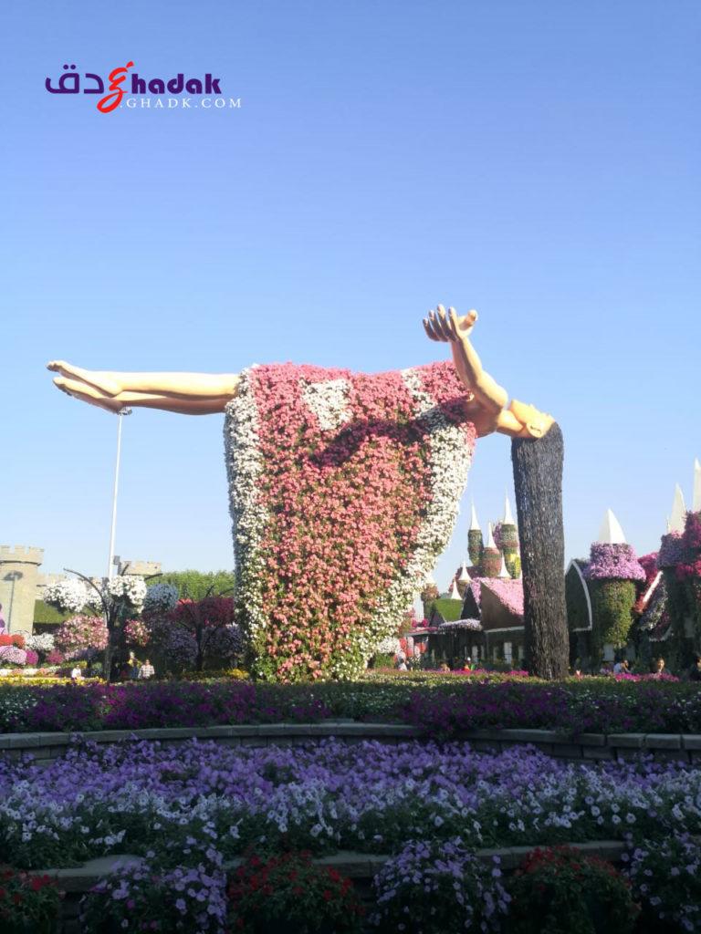 الأميرة المعلقة النائمة المغطاة بالزهور دبي
