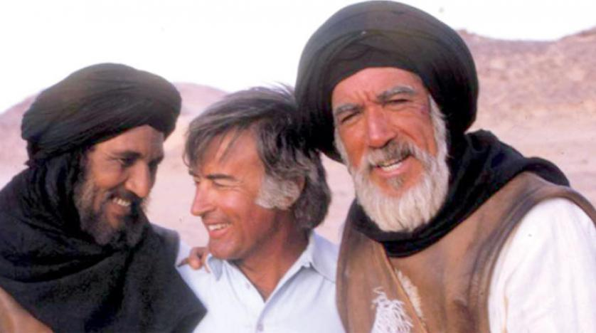 صورة لمصطفى العقاد و أنطوني كوين و عبد الله غيث