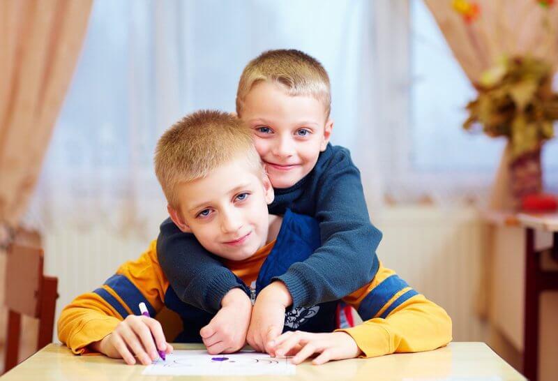 صفات الأطفال المصابين بطيف التوحد
