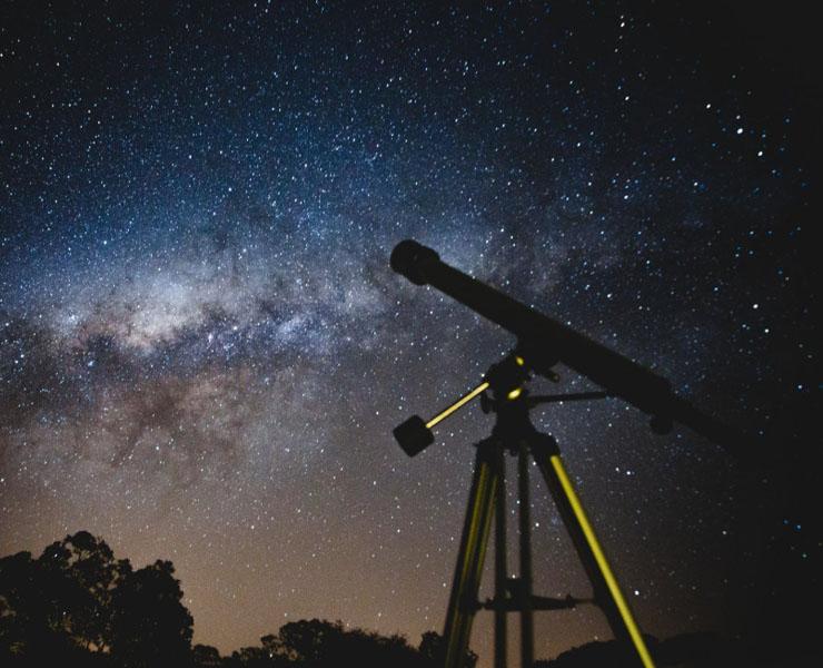 المناظير الفلكية المكبرة