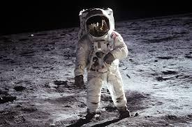 القمر بالأرقام