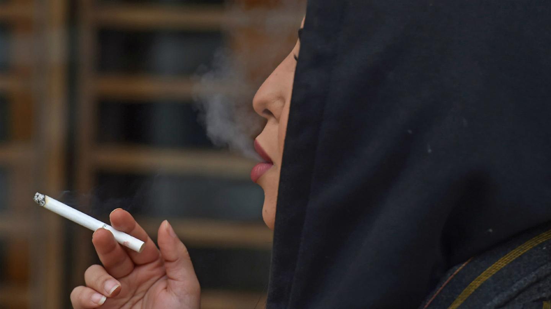 الطالبات المدخنات