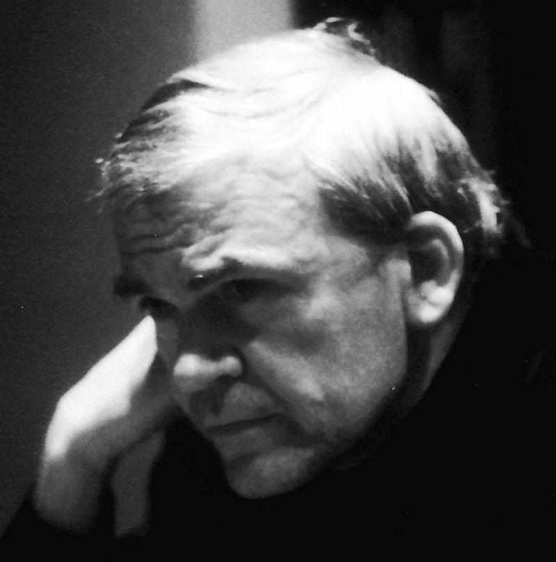 الكاتب ميلان كونديرا