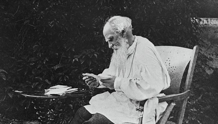 ليو تولستوي الكاتب